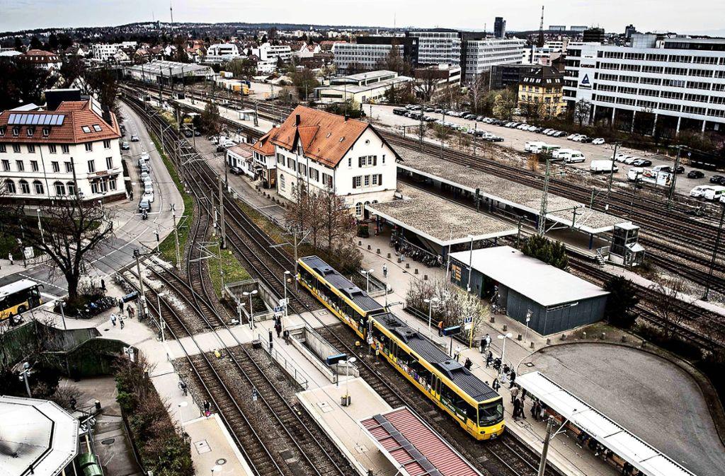 Ein Plan sieht vor, die Stadtbahnhaltestelle Vaihinger Bahnhof tiefer zu legen und um 90 Grad zu drehen. Foto: PPfotodesign/Leif Piechowski