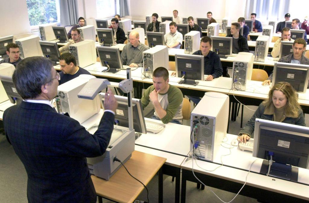 Wer eine Hochschule für Angewandte Wissenschaften besucht hat, findet ziemlich sicher einen Job. Foto: dpa