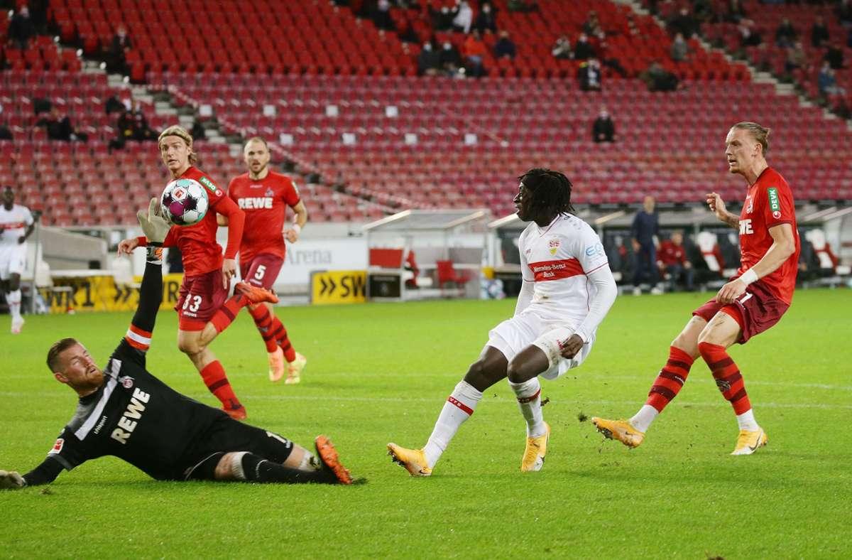 Tanguy Coulibaly (2. v. re.) hatte kurz  vor der Pause die Chance auf das 2:1 für den VfB Stuttgart. Foto: Baumann