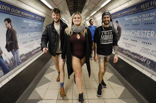 Ohne Hose in die Bahn