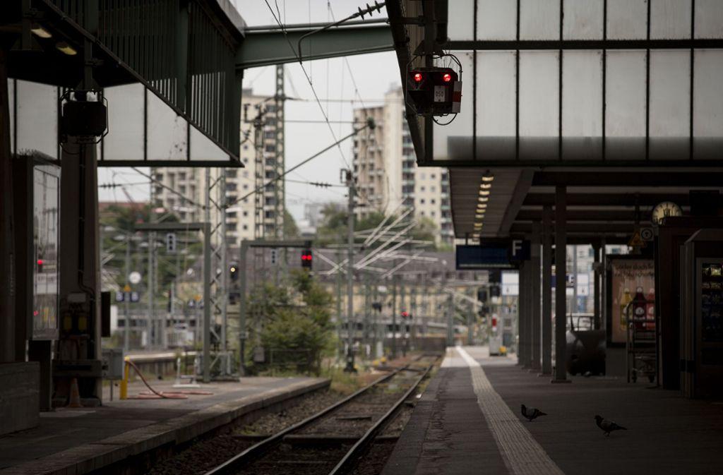 Wegen eines Koffers ist ein Bahnsteig am Mittwochnachmittag im Stuttgarter Hauptbahnhof gesperrt worden. (Symbolfoto) Foto: Lichtgut/Leif Piechowski