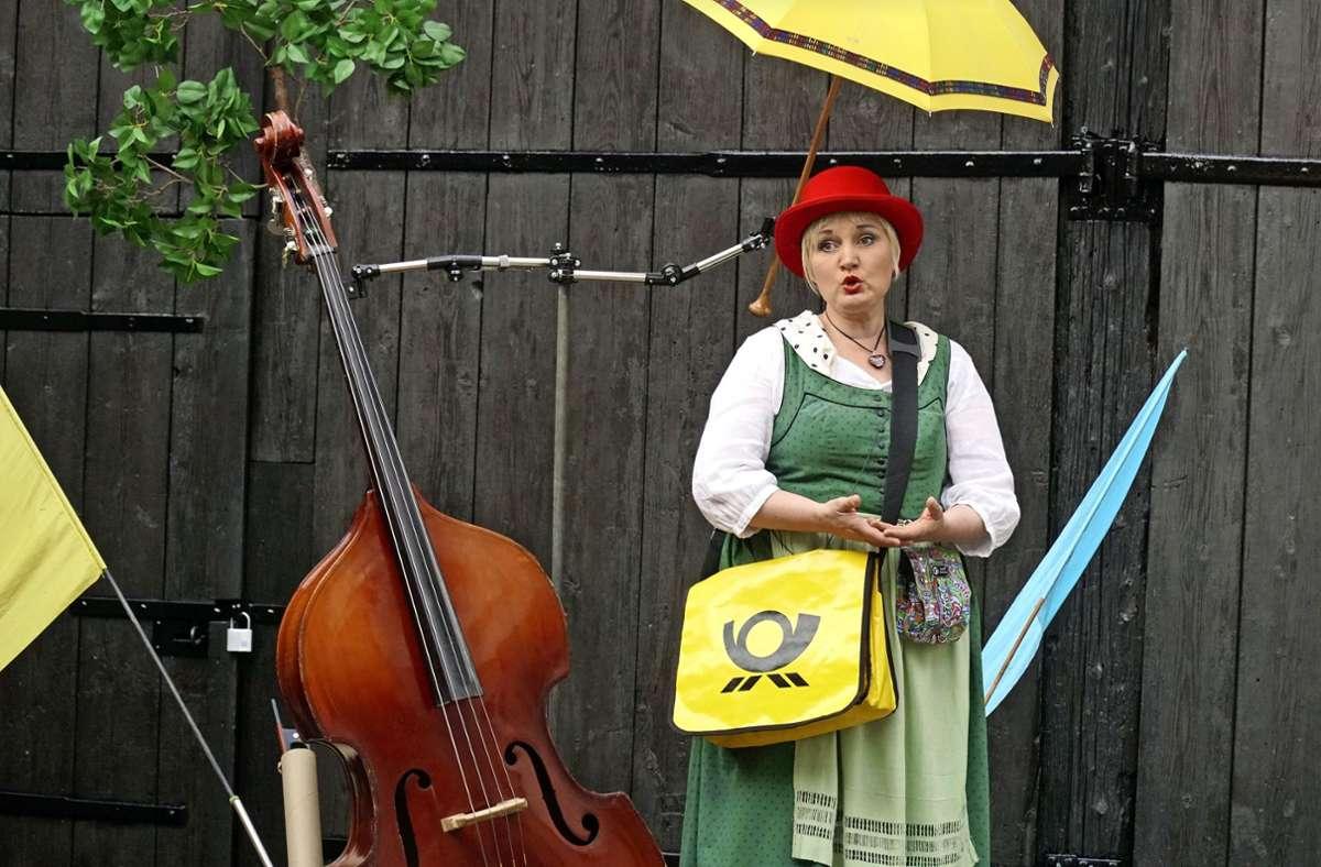 Die Schauspielerin Ella Werner von Dein Theater lädt ein zu einem kulturellen Spaziergang am 15. September von der Geroksruhe in die Werastraße zum Wortkino. Foto: Dein Theater/Ritter