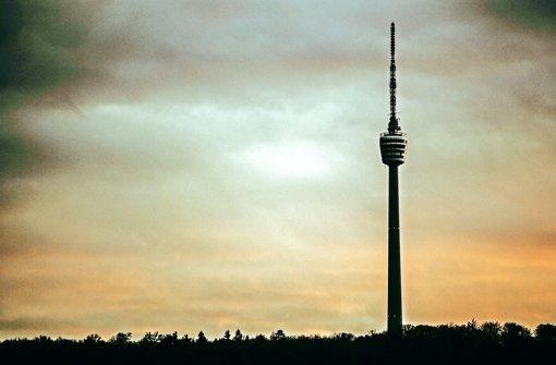 Wetterleuchten überm  Kessel: Vom Fernsehturm kann man bis weit hinunter in die Innenstadt schauen. Foto:Lichtgut/Leif Piechowski Foto: