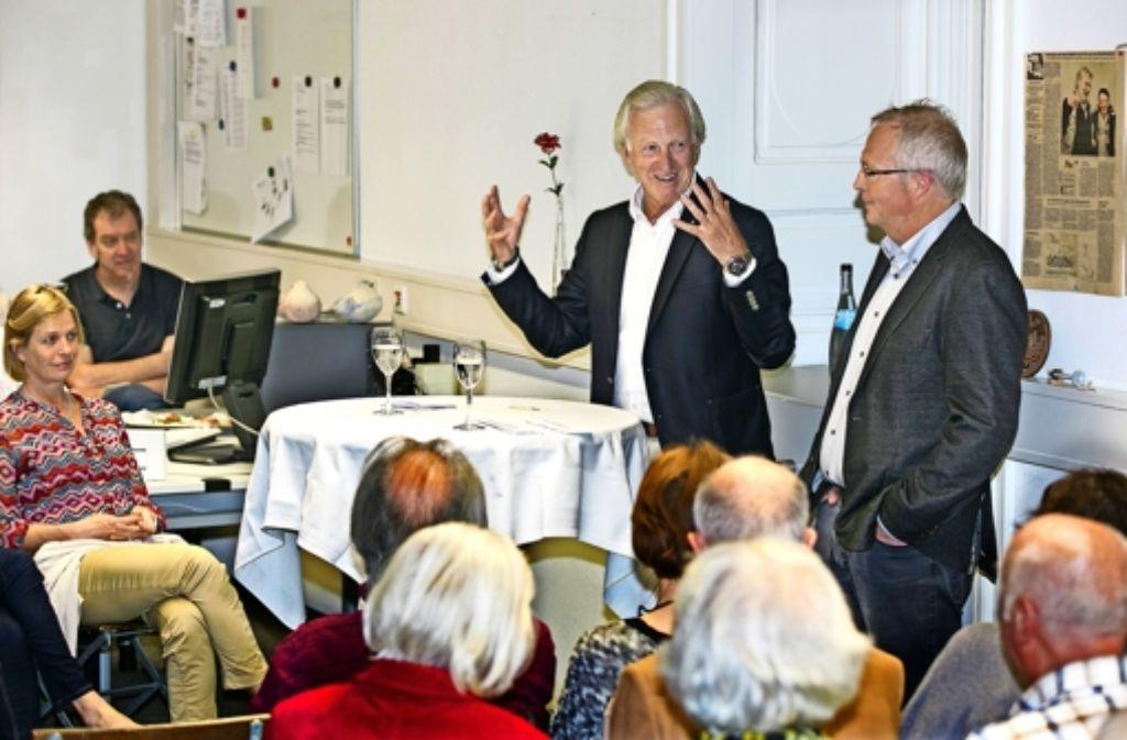 Auch Michael Russ (links) und der Esslinger StZ-Büroleiter Kai Holoch haben einen unterhaltsamen Abend erlebt. Foto: Horst Rudel