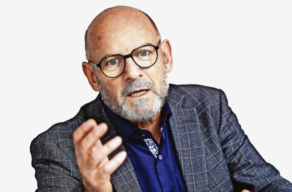 Winfried Hermann fordert eine Steuer auf Kerosin. Foto: dpa