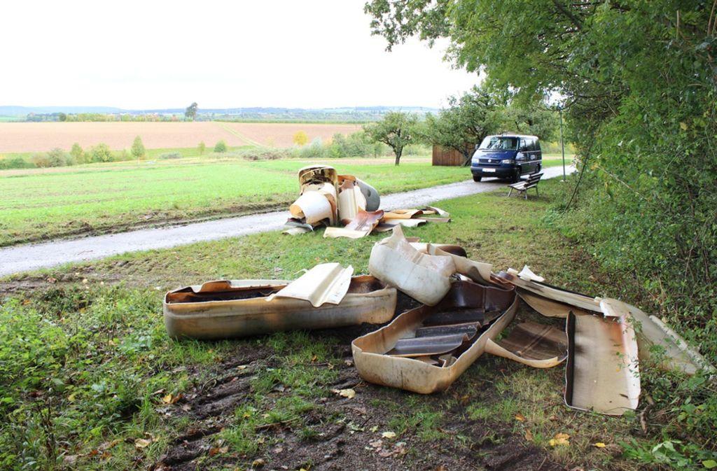 Die Öltanks wurden in Bissingen illegal entsorgt. Foto: Polizei