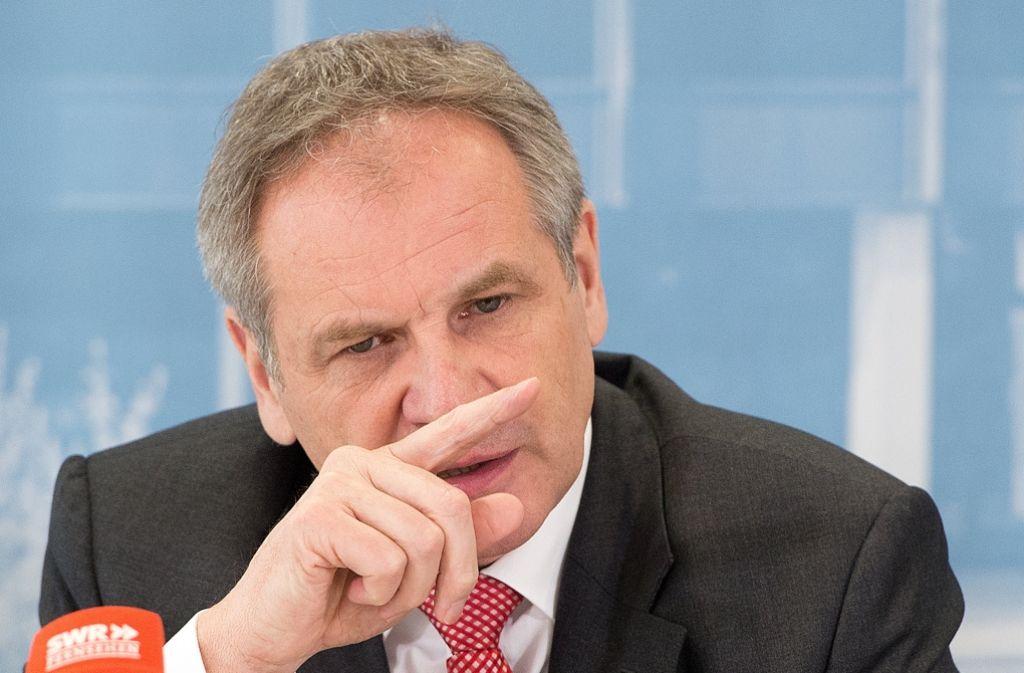 """""""Alles muss auf den Tisch"""", fordert Reinhold Gall von der SPD. Foto: dpa"""