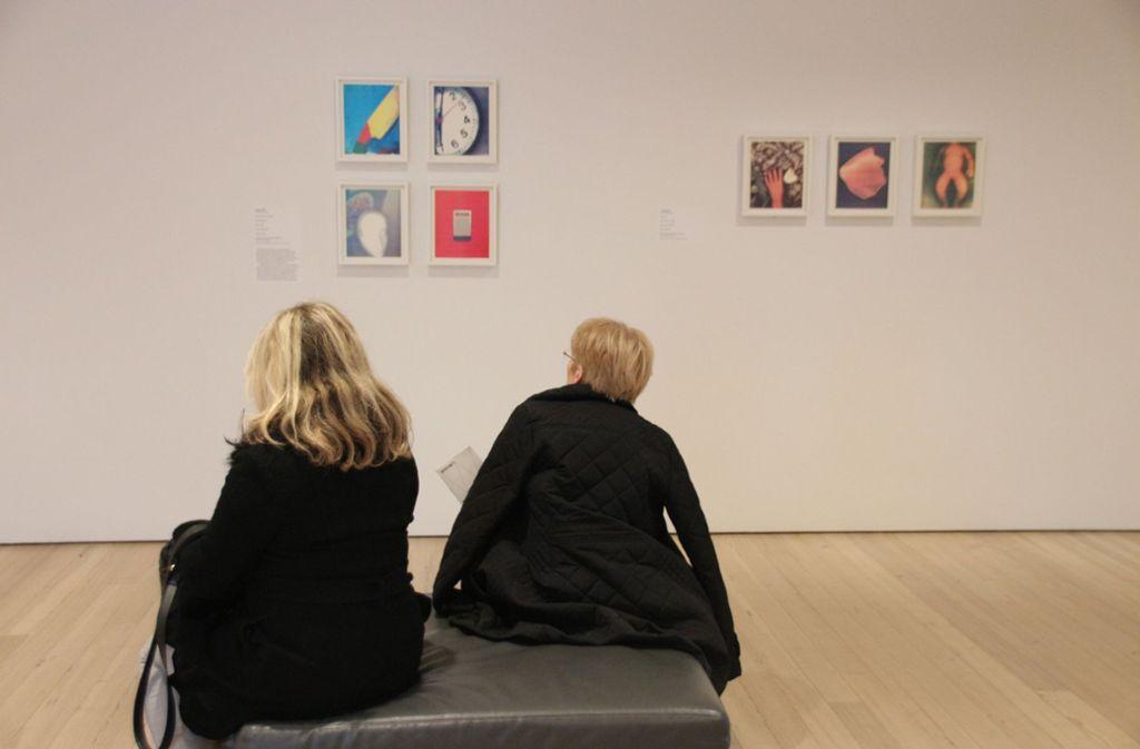 Besucher in einem Museum – weil die derzeit alle geschlossen haben, hat sich das Getty-Museum eine besondere Aktion einfallen lassen. Foto: dpa/Christina Horsten