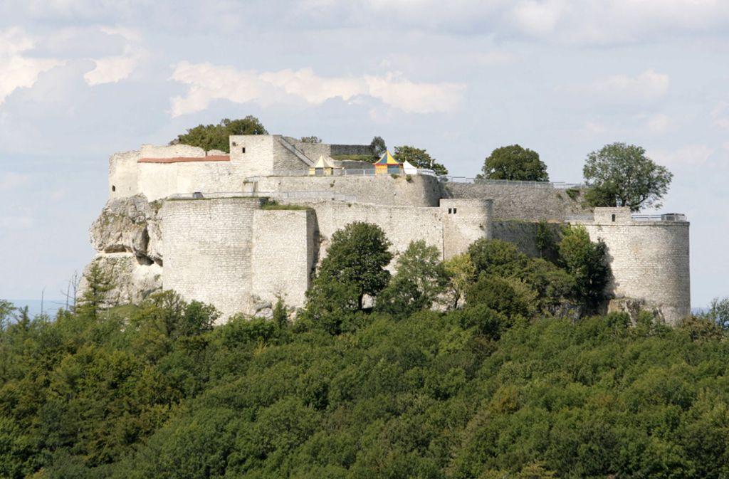 Die    Burg Hohenneuffen ist ein Ziel dieser Wanderung. Foto: dpa