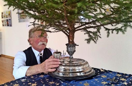 Der Tannenbaum dreht sich zu vier Melodien