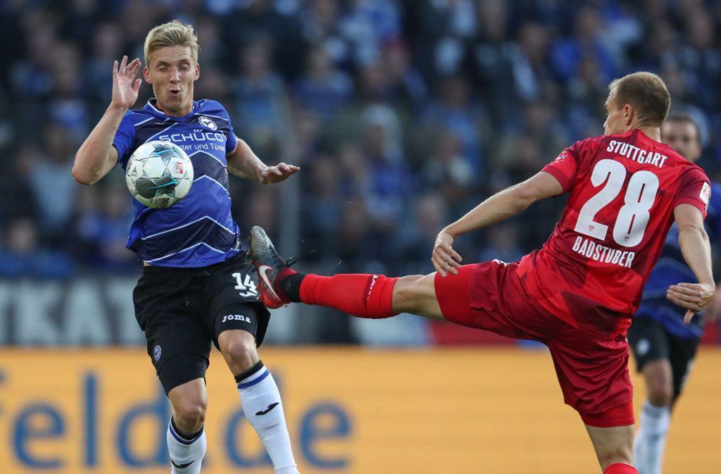 Das Hinspiel bei Arminia Bielefeld gewann der VfB Stuttgart knapp mit 1:0. Foto: dpa/Friso Gentsch