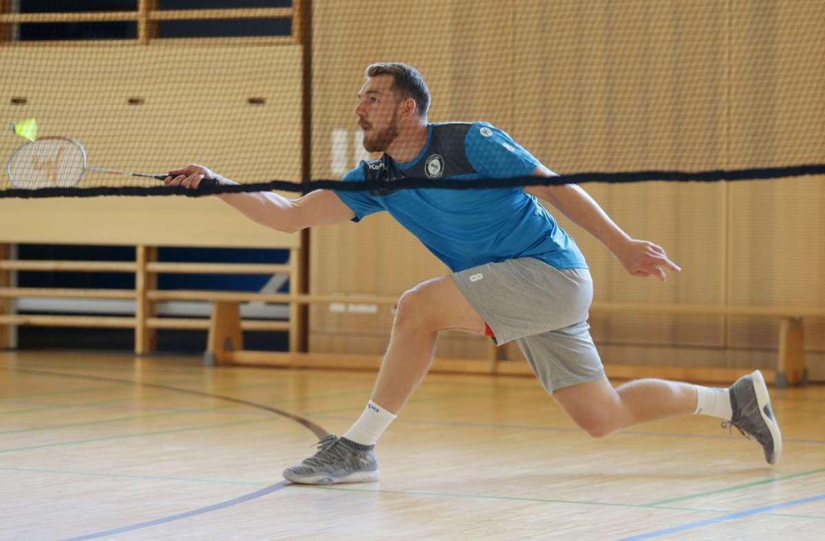 Netter Versuch: Rudi Faluvegi spielt Badminton (hier im Trainingslager). Foto: Pressefoto Baumann