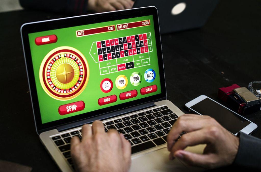Online-Glücksspiele  sind rund um die Uhr möglich. Foto:Adobe Stock/ Rawpixel.com Foto: