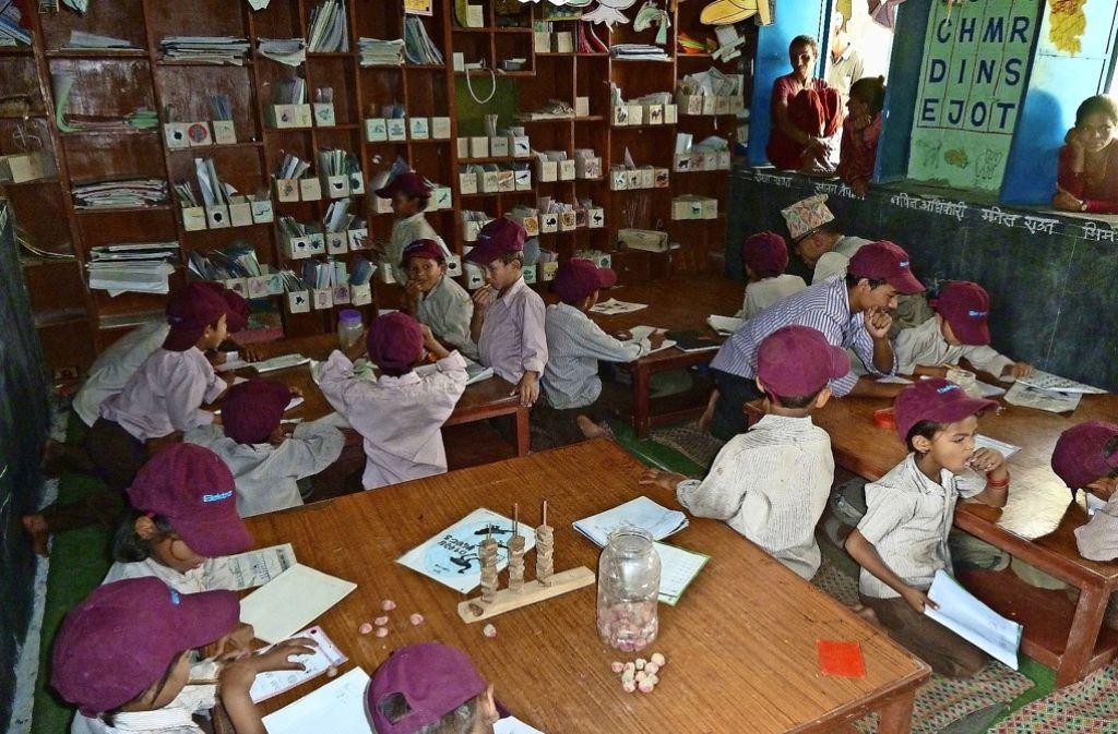 Voriges Jahr zerstörten  schwere Erdbeben weite Teile Nepals. Die DNH hilft dabei, unter anderem Schulhäuser wieder aufzubauen. Foto: Deutsch-Nepalische Hilfsgemeinschaft