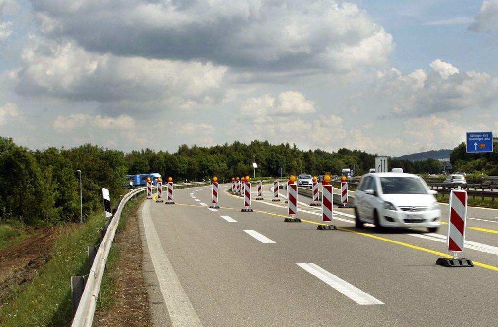 Ein gewohntes Bild für Autofahrer: Fahrbahnverlegungen auf der A81. Foto: dpa
