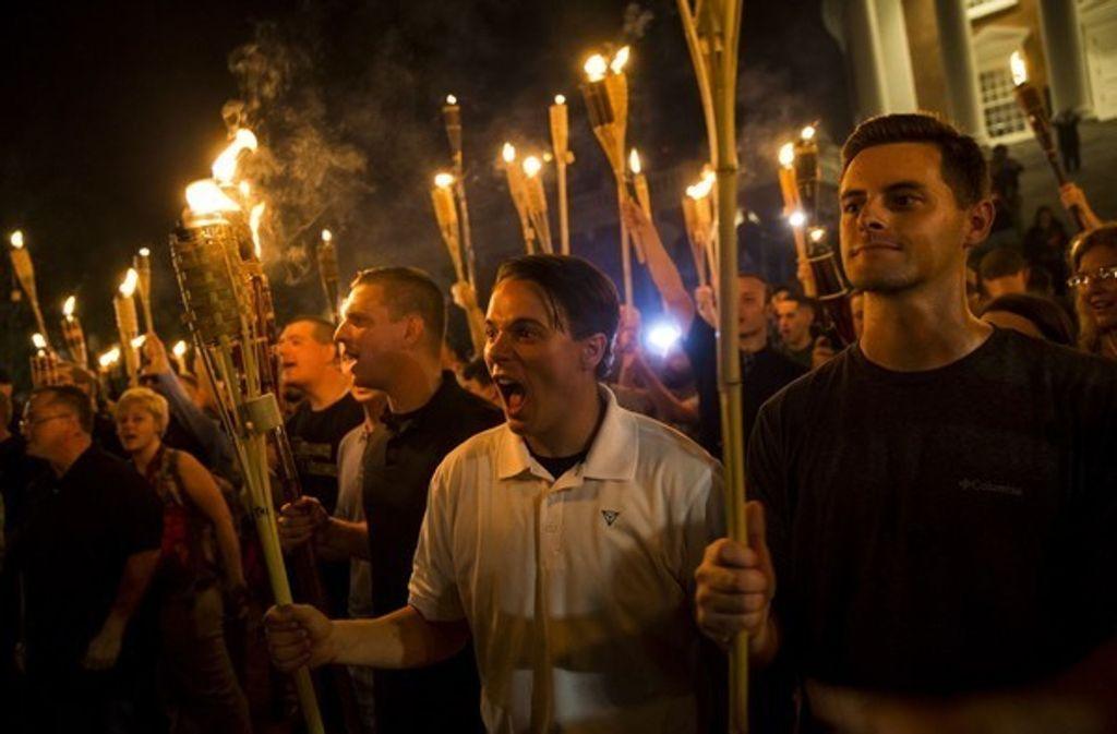 Neonazis und Anhänger der Alt-Right-Bewegung sowie des Ku-Klux-Klans grölten in Charlottesville Hass-Parolen Foto: Picture Alliance