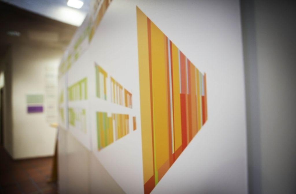 Über die Wände erstrecken sich sachte Farbübergänge, die von Gelb, zu Grün und zu Orange wechseln. Über die Wände erstrecken sich sachte Farbübergänge, die von Gelb, zu Grün und zu Orange wechseln. Über die Wände erstrecken sich sachte Farbübergänge, die von Gelb, zu Grün und zu Orange wechseln. Über die Wände erstrecken sich sachte Farbübergänge. Foto: Gottfried Stoppel
