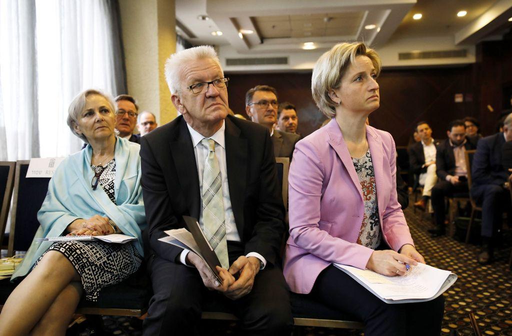 Baden-Württembergs Ministerpräsident Winfried Kretschmann und Wirtschaftsministerin Nicole Hoffmeister-Kraut (rechts) sind derzeit mit einer Delegation in Israel  unterwegs Foto: dpa