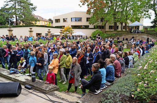 Laute Töne im Park der Villa Reitzenstein
