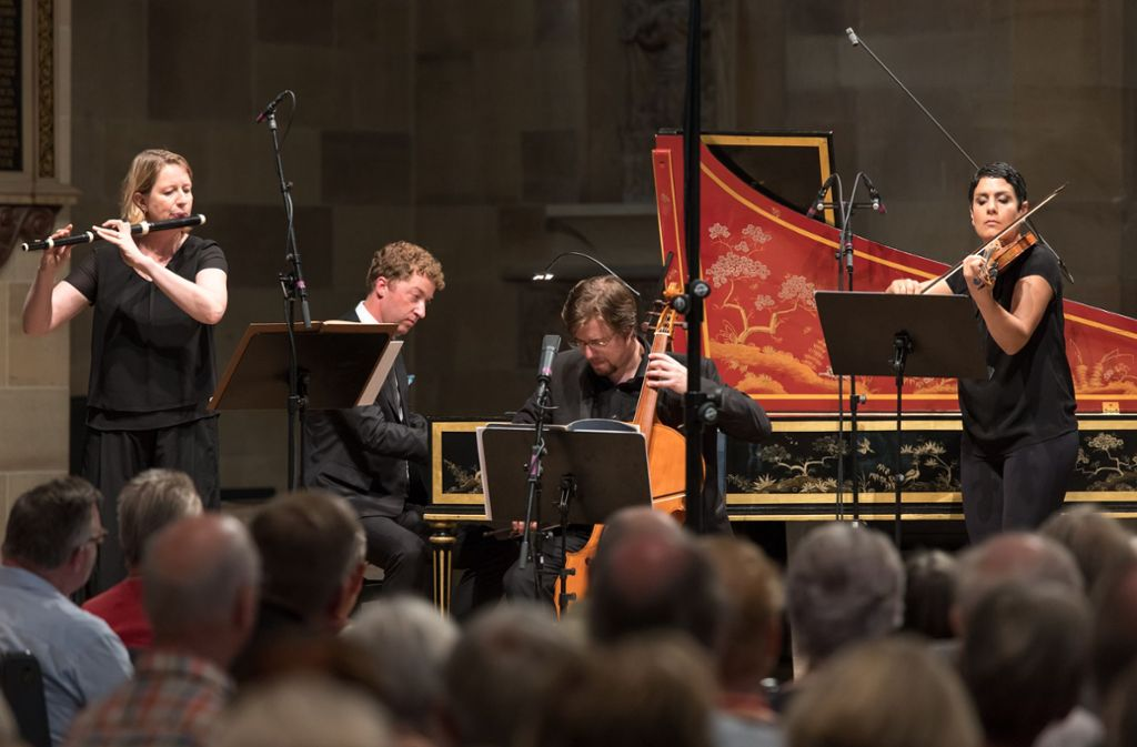 Das Ensemble Il Gusto Barocco mit Jörg Halubek (Mitte, am Cembalo) in der Stuttgarter Stiftskirche Foto: Holger Schneider