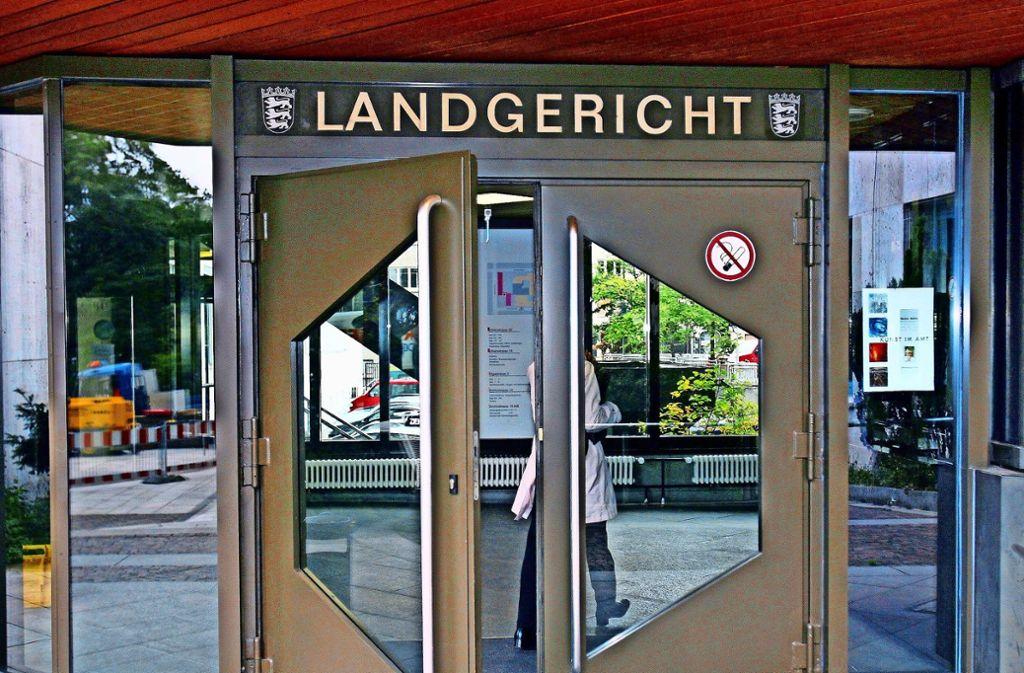 Gegen zwei selbsternannte Heilerinnen aus Möglingen verhandelt derzeit das Landgericht Stuttgart. Foto: dpa