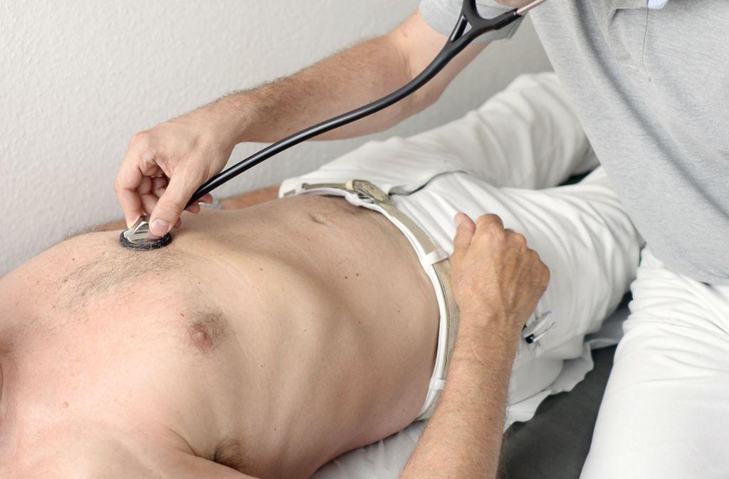 Am Verhältnis Arzt und Patient ändert die Bürgerversicherung wenig. Foto: Maurizio Gambarini/dpa