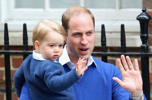 Prinz George sieht sein Schwesterchen