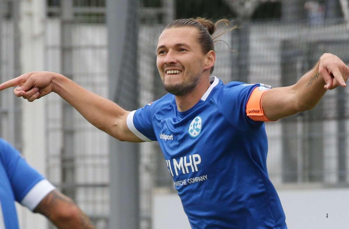 Mijo Tunjic schnürt im ersten Oberliga-Heimspiel einen Doppelpack: Nach zwei Spieltagen hat der Kickers-Torjäger bereits drei Treffer auf dem Konto, vergangene Runde waren es nach 20 Spielen 19 Teffer. Foto: Baumann