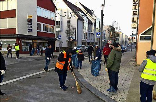 Ahmaddiyya-Jugend putzt Marktplätze