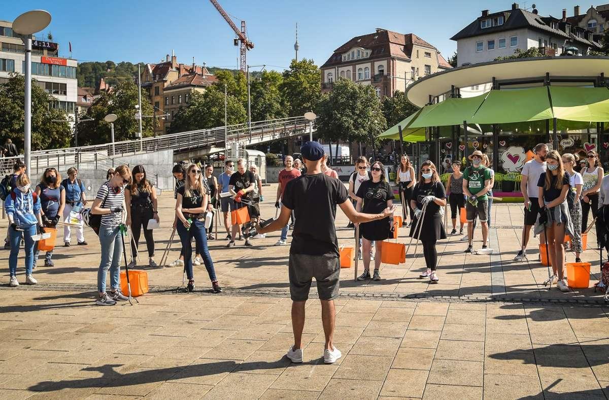Zahlreiche  Freiwillig haben sich am Samstag auf dem Marienplatz versammelt. Foto: Lichtgut /Ferdinando Iannone