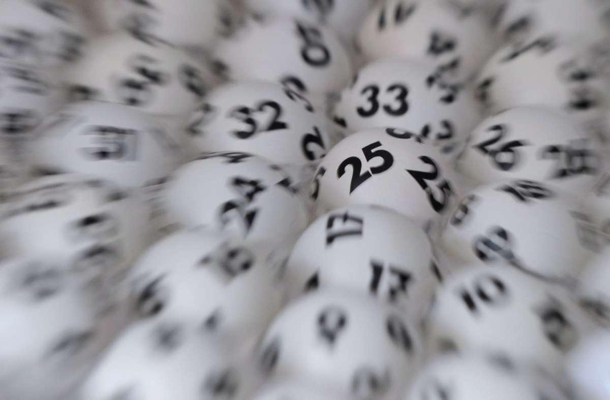 Der Gewinner aus Filderstadt ist der Lotto-Gesellschaft bereits bekannt. Foto: dpa/Arne Dedert