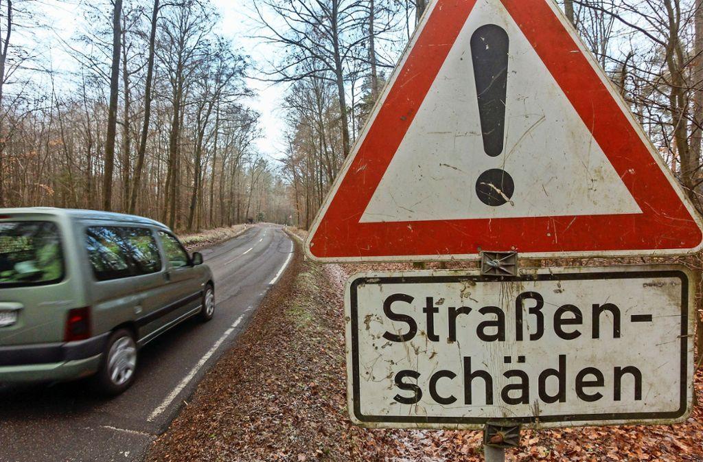 Achtung, holprige Piste: Einige Straßen im Kreis, etwa hier bei Freudental, sind ziemlich marode. Foto: factum/Bach