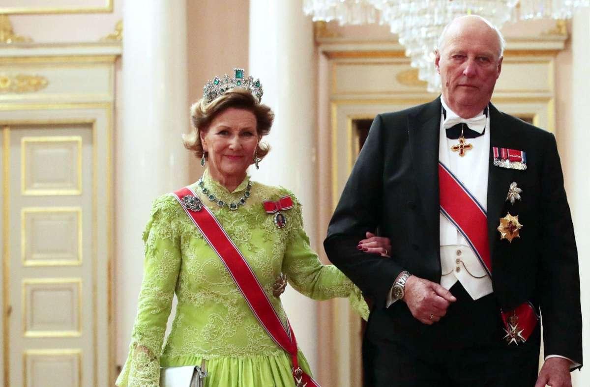 König Harald V. von Norwegen  (hier mit Königin Sonja) ist aus dem Krankenhaus entlassen worden. (Archivbild) Foto: dpa/Haakon Mosvold Larsen
