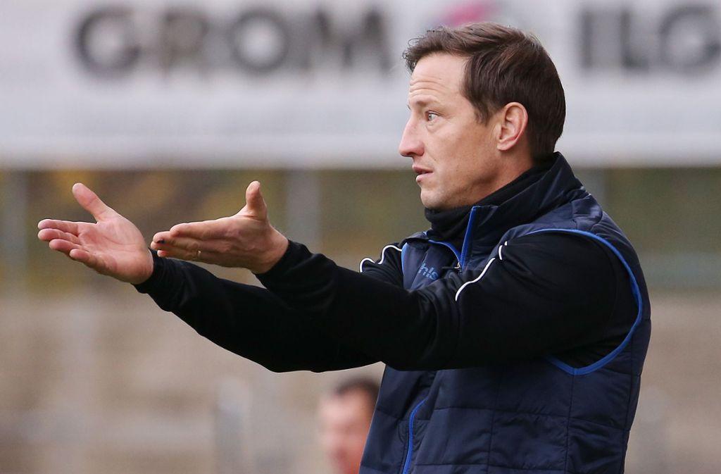 Wie geht's weiter im Fußball? Auch Ramon Gehrmann, der Trainer der Stuttgarter Kickers, kann das derzeit nicht absehen. Foto: Baumann
