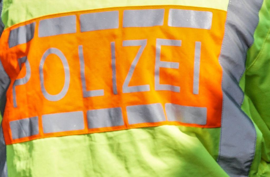 Laut Polizei war die Frau unachtsam, weswegen sie bei dem Unfall in Schwaikheim von der Straße abgekommen ist (Symbolfoto). Foto: SDMG