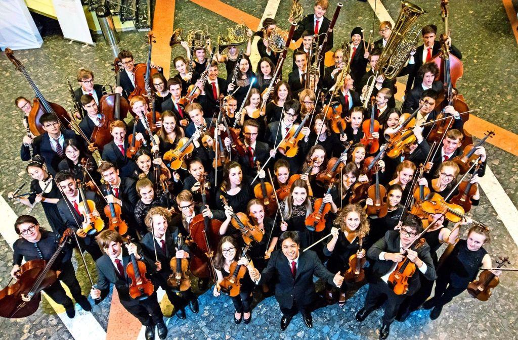 Das Abschlusskonzert wird von Dirigent Alexander Adiarte geleitet.   Foto: Stefan Jetter