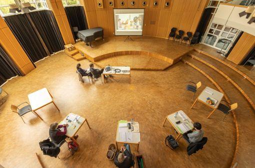 Jury  hält Video-Gericht in Sindelfingen