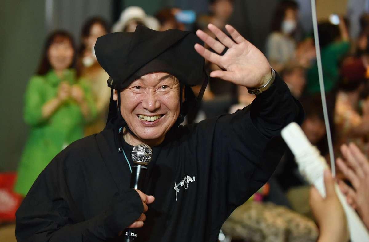 Die Entwürfe von Kansai Yamamoto überschritten häufig die Geschlechtergrenzen. Foto: AFP/KAZUHIRO NOGI