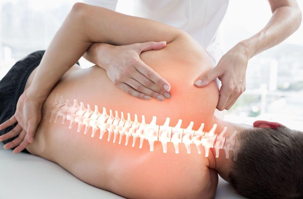 Immer mehr Menschen benötigen die Hilfe von Physiotherapeuten, weil Rückenmuskulatur und Foto: Adobe Stock/WavebreakMediaMicro