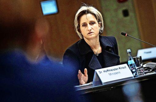Scharfe Kritik an Wirtschaftsministerin wegen Expo-Debakel