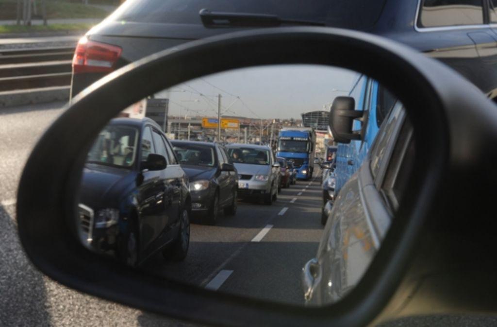 Der Verkehr in Stuttgart kommt eigentlich fast täglich zum Erliegen. Foto: dpa