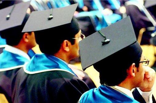 Ein MBA-Studium, das bereits hoch Qualifizierte auf Führungsaufgaben vorbereitet, ist kostspielig. Häufig beteiligen sich die Unternehmen in unterschiedlichsten Formen, erwarten aber auch, dass die Investition sich lohnt. Foto: Ecopix