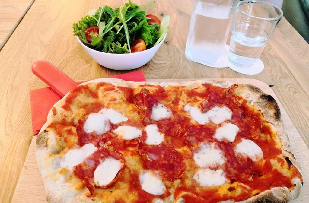 Die Pinsa, das ist nicht weniger als der Vorgänger der Pizza. Foto: Björn Springorum