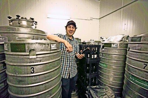 Der 36-jährige Daniel Bleicher hat sich vor fünf Jahren mit der Cast-Brauerei im Stuttgarter Süden selbstständig gemacht. Foto: Michael Steinert