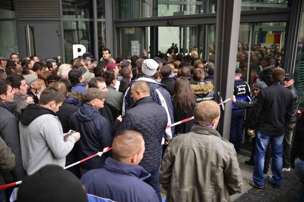 Die Rumänen wählen einen neuen Präsidenten und auch in Stuttgart strömten Tausende an die Urnen. Foto: www.7aktuell.de | Florian Gerlach