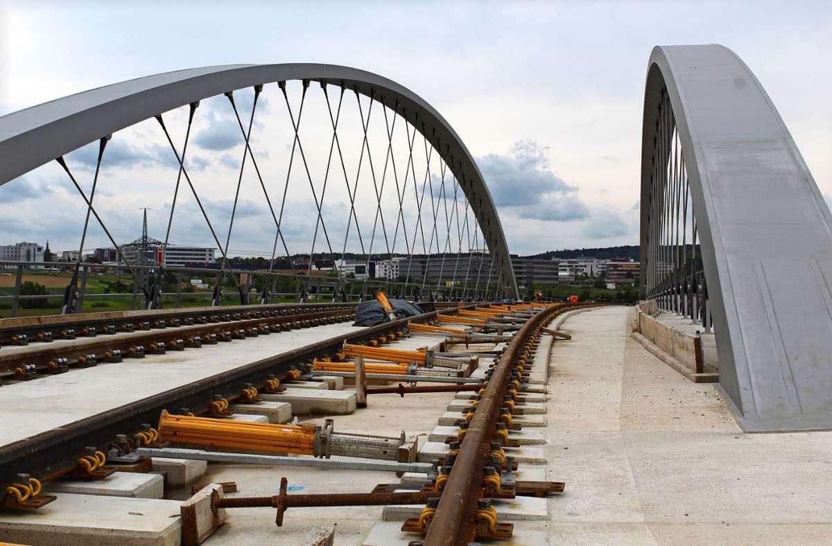 Blick von der und auf die Brücke, über die die U6 künftig fahren wird. Foto: Jacqueline Fritsch