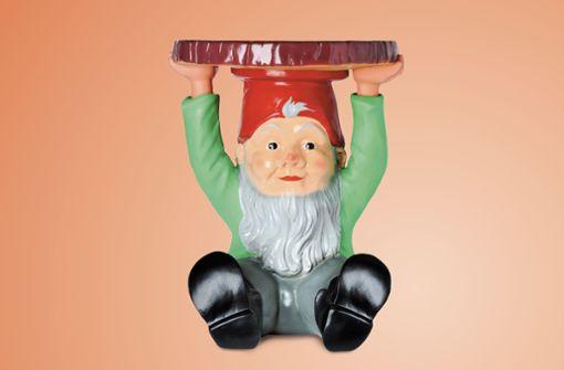 Der Gartenzwerg neu und modern interpretiert: Das als Zwerg gestaltete Kultmöbel Attila von Philippe Starck steht für das spielerische Design des Trends Play und kann als Beistelltisch oder Hocker verwendet werden.
