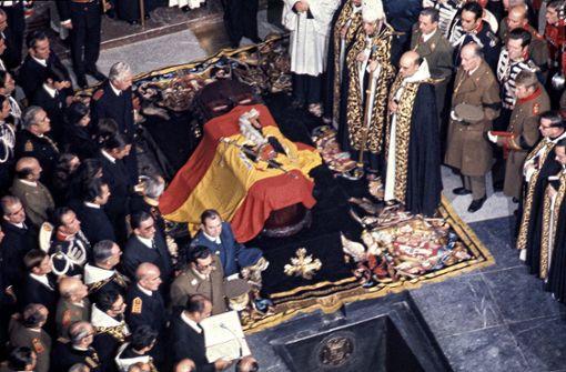 Spaniens Ex-Diktator  wird auf Friedhof beigesetzt