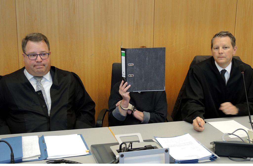 Die Angeklagte soll Bilder und Videos ihrer Taten an einen Bekannten geschickt haben. Foto: dpa/Thomas Burmeister