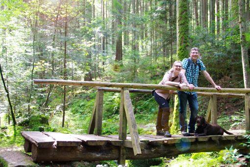 Alte Holzbrücke mitten im Wald: abseits der bekannten Pfade lassen sich im Nördlichen Schwarzwald ungeahnte Schönheiten entdecken.